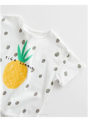 Яркая футболка в горох с ананасом от zara, 4-5 л.