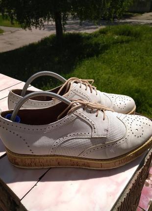 Кожаные туфли на платформе tamaris