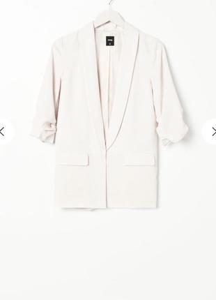 Пиджак - блейзер, белый. рукава подворачиваются