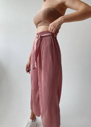 Стильные штаны гафре с поясом в комплекте