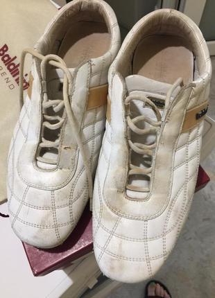 Продам кроссовки женские фирмы baldinini