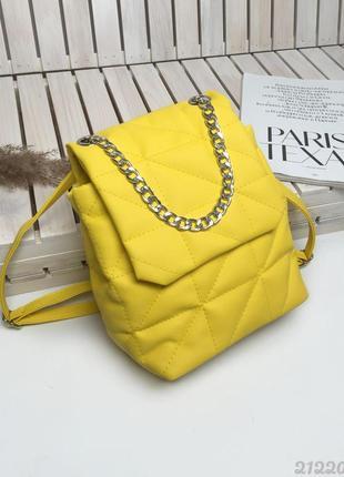Небольшой стеганый рюкзак яркой расцветки