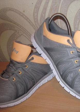 Продам кроссовки для бега,спорта,фитнеса фирмы victory 40 размера