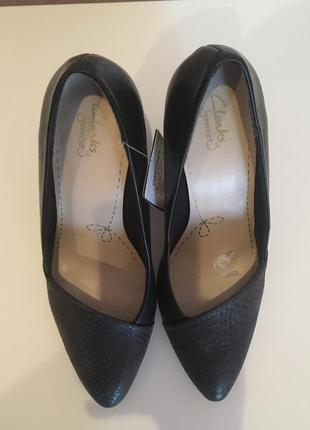 Новые туфли clarks, 40 размер.