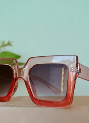Солнцезащитные розовые очки массивная оправа