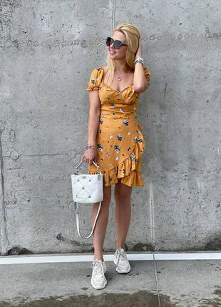 Платье с воланами в принт из штапеля