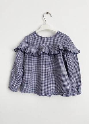 Стильна блуза у клітинку з рюшами