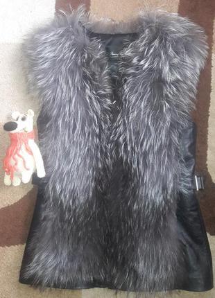 Натуральная жилетка из чернобурки с кожанной спинкой