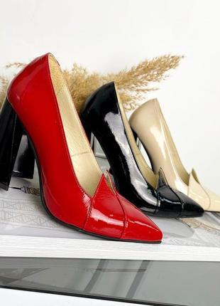 Туфли на каблуке красные