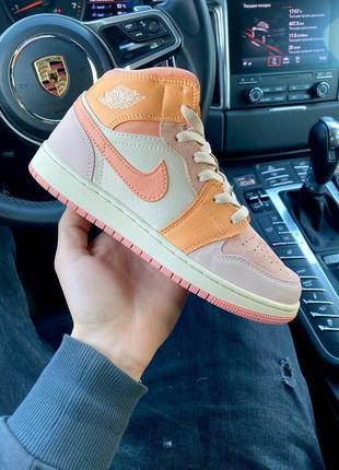 Женские стильные весенние кроссовки nike air jordan retro 1 pink orange
