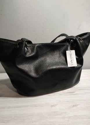 Стокова чорна елегантна сумка хобо від lancome із невеликими ручками