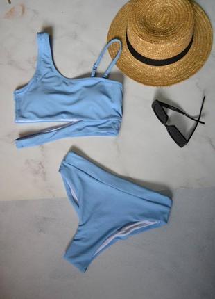 Модный раздельный купальник топ на одно плечо голубой блакитний