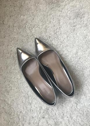Серебряные туфли лодочки на широком каблук