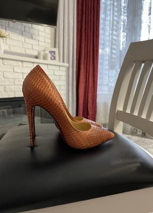 Очень стильные модельные  туфли 🧡под рептилию