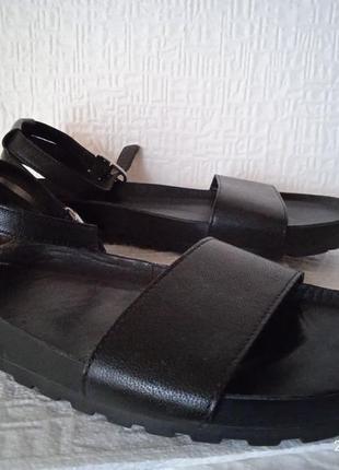 Босоножки сандалии 40-41 размер