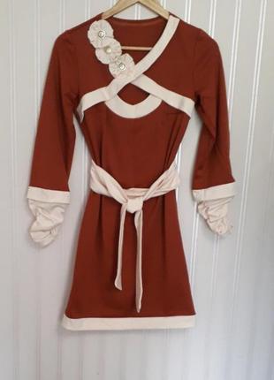 Красивое  коричневое платье