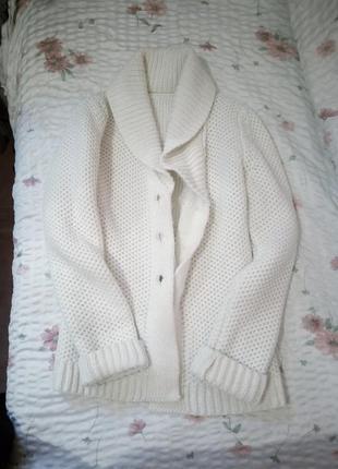 Теплый вязаный кардиган белая кофточка
