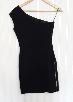 Красивое черное платье на одно плечо zara