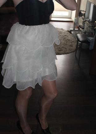Эффектное платье lipsy