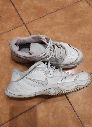 Белые коданые кроссовки nike 38-39  оригинал 25 см