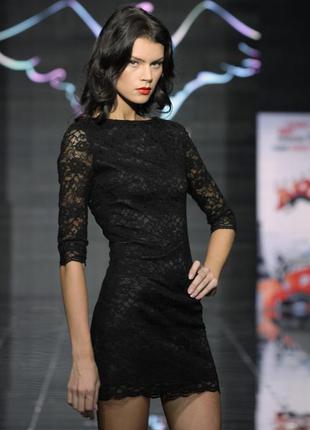Красивое вечернее платье с открытой спинкой
