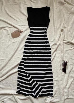 Платье миди с разрезами в черно-белую полоску