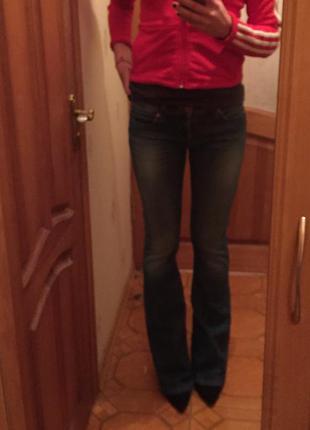 Модные джинсы клёш levi's