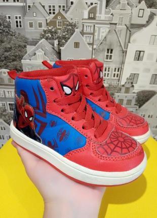 Демисезонные ботинки marvel. размер: 8, длина стельки 15,5 см.