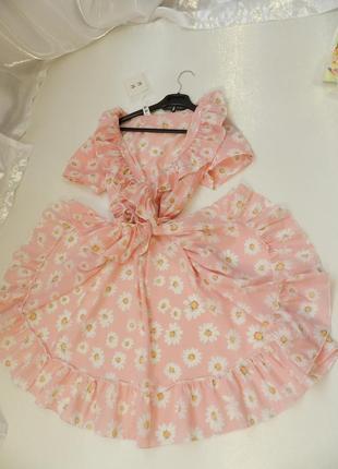 Лёгкое нежное воздушное платье с рюшами воланами на запах