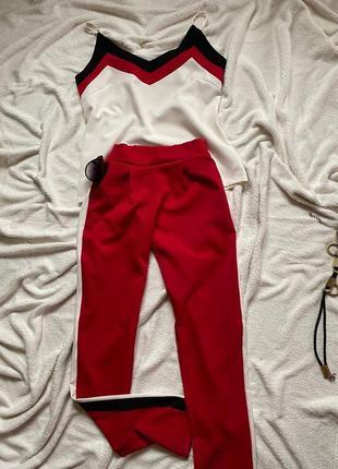 Костюм двойка майка и брюки с лампасами красные