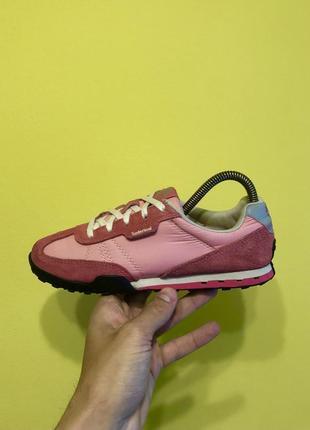 Яркие крутые кроссовки тимберленд