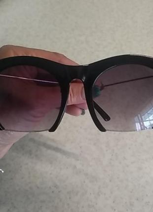 Стильные очки.