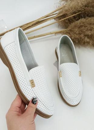 Женские кожаные белые туфли мокасины лоферы с перфорацией