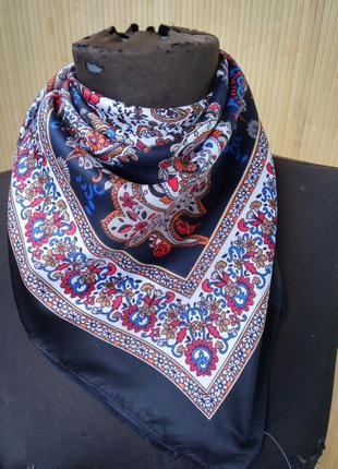 Французский платок с замысловатым узором