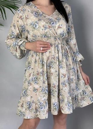 Платье в цветочный принт с объёмными рукавами.
