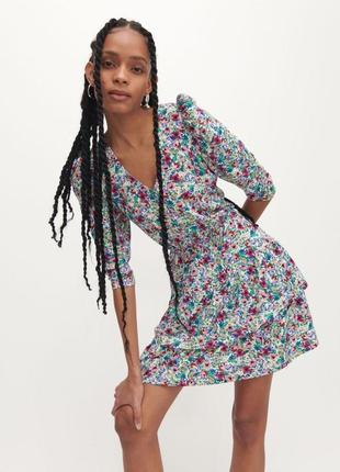 Трендовое платье  мини с цветочным принтом