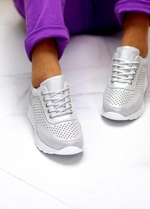 Трендовые модельные серебристые кожаные женские кроссовки натуральная кожа   код 10385