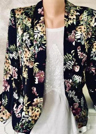 Стильный брендовый пиджак