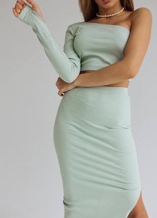 Женский летний костюм двойка юбка и топ,юбка миди с разрезом на ноге и топ на одно плечо4 фото