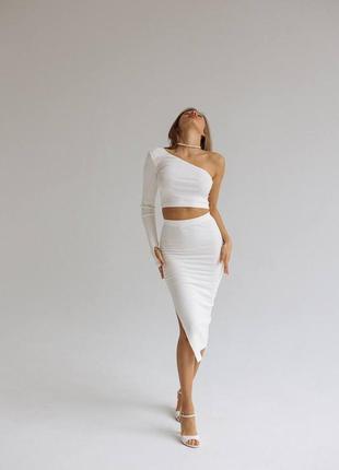 Летний костюм двойка юбка и топ,юбка миди с разрезом на ноге и топ на одно плечо