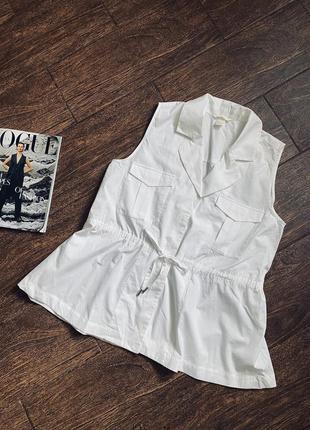 Красивая белая хлопковая блуза без рукавов