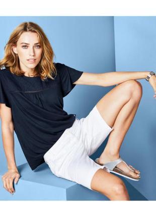Модные вещи для пышных дам футболочка с кружевной вышивкой