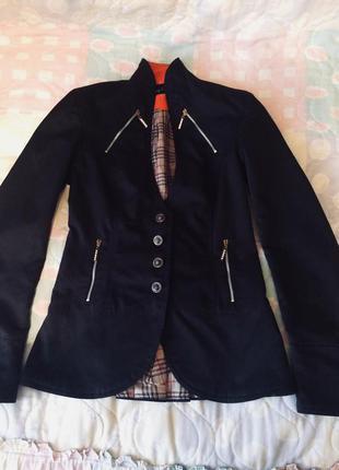 Чёрный пиджак с воротником