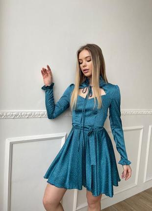 Элегантное шелковое платье с пышной юбкой