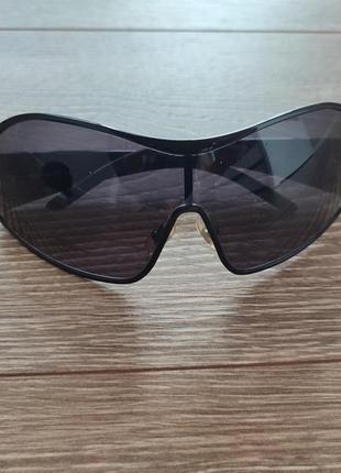 Солнцезащитные очки miu miu. оригинал.