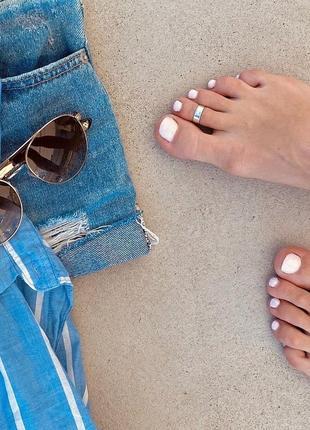 Срібний перстень на ніжку