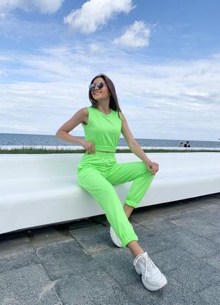 Женский яркий летний костюм