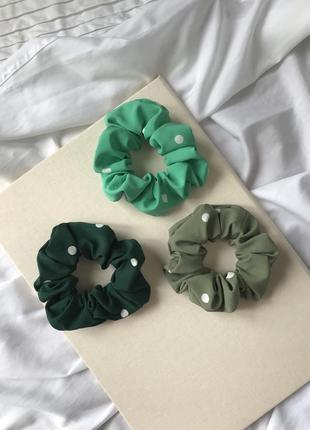 Зелёная/хаки резинка для волос/скранчи в горох