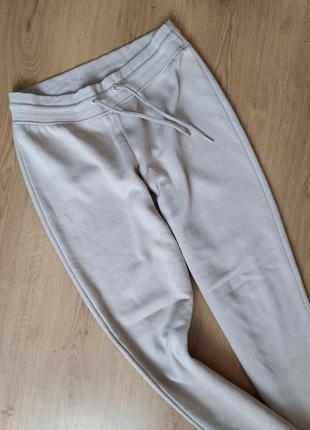 Бежевые спортивные штаны primark