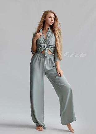 Легкий костюм женский на лето рубашка и штаны свободный фасон